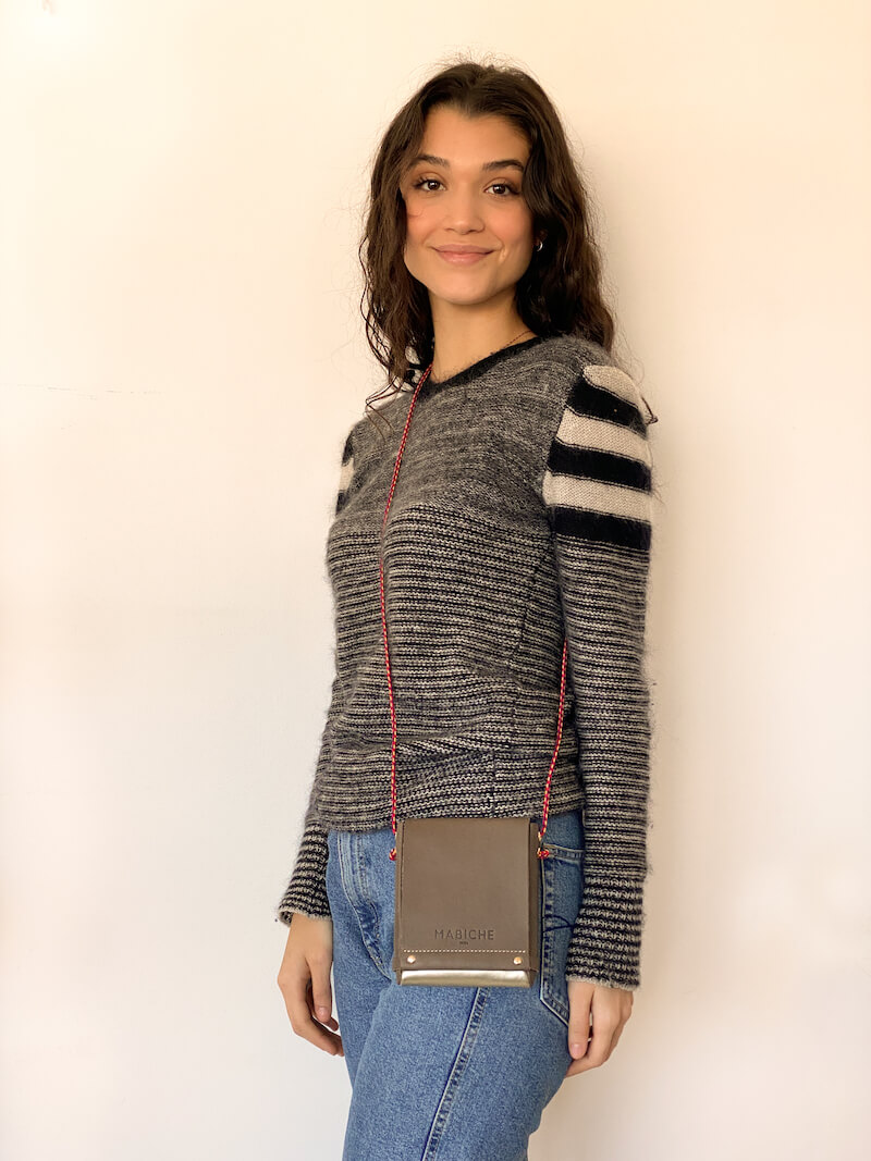 mabiche-paris-pochette-loulou-smog-or-special-edition-emma-debout-cuir-tannage-vegetal-fabrication-francaise