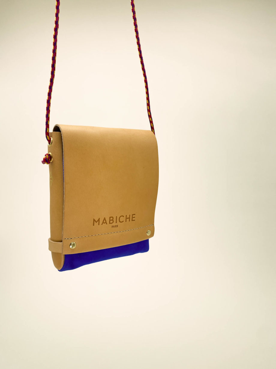mabiche-paris-pochette-loulou-naturel-bleu-france-suspendu-cuir-tannage-vegetal-fabrication-francaise